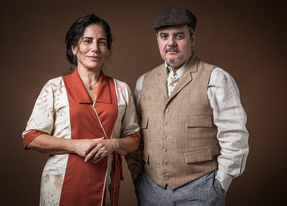 Lola (Gloria Pires) e Afonso (Cássio Gabus Mendes) viverão romance em 'Éramos Seis' — Foto: Raquel Cunha/Globo