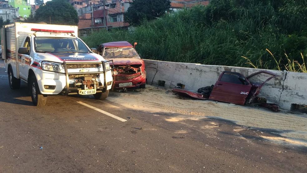 Polícia científica chega ao local do acidente que deixou uma pessoa morta na Avenida Carlos Caldeira Filho (Foto: Abraão Cruz/TV Globo )