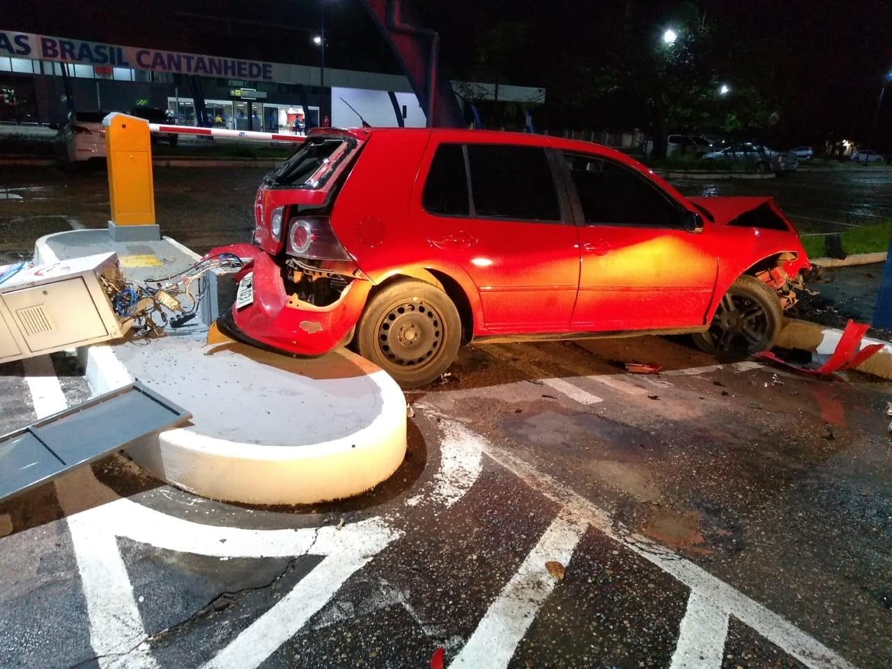 Jovem embriagado bate carro em parquímetro do aeroporto e acaba preso em Boa Vista - Notícias - Plantão Diário