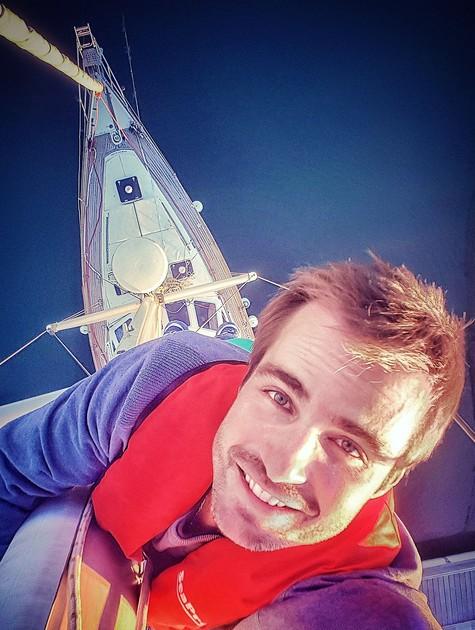 Max Fercondini no veleiro (Foto: Arquivo pessoal)