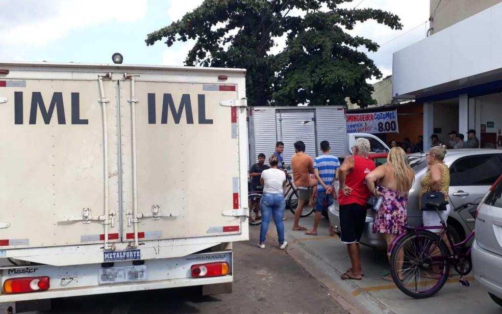 Yone Novais foi morta em frente ao local onde trabalhava em Trindade (Foto: Paula Resende/G1)