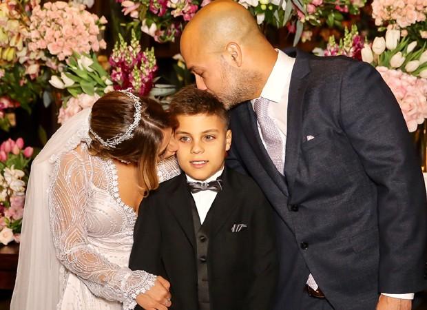 Camilla Camargo com o enteado, Antonio, e o marido, Leonardo Lessa (Foto: Manuela Scarpa/Brazil News)