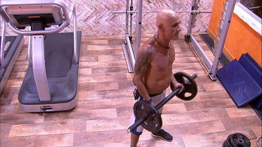 Ayrton malha na academia antes da Final do BBB18