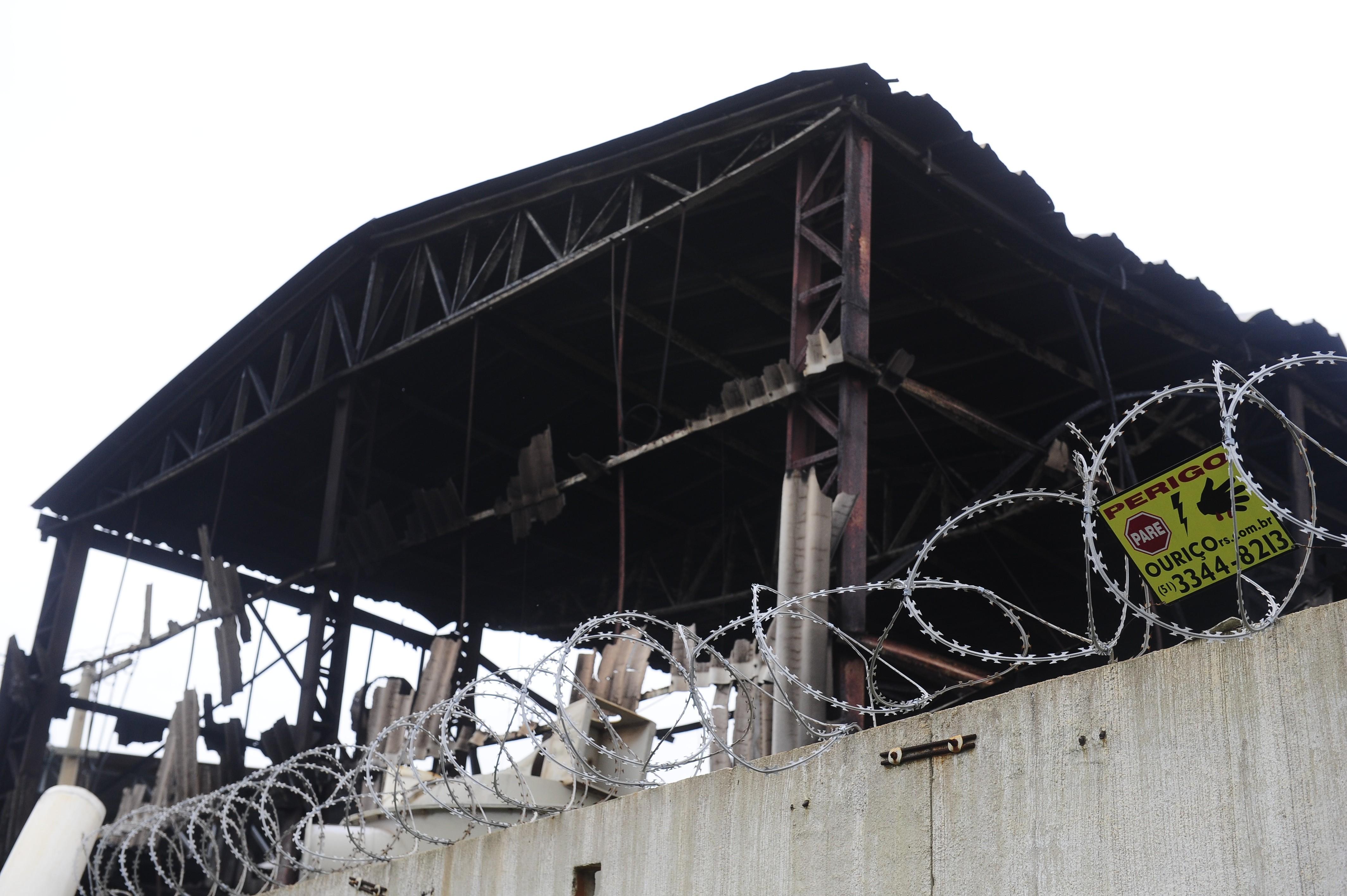 Incêndio atinge fábrica de armas em São Leopoldo