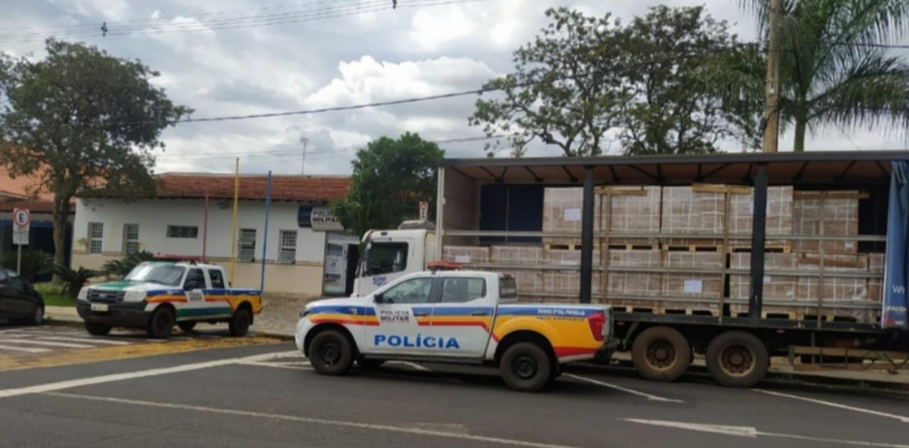 PM recupera carga de defensivos agrícolas avaliada em R$ 850 mil na BR-262 em Uberaba