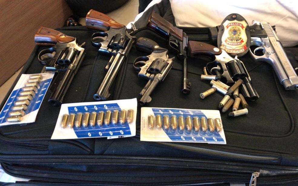 Armas apreendidas durante a segunda fase da Operação Decantação — Foto: Polícia Federal/ Divulgação