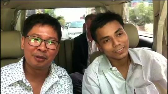 Mianmar liberta repórteres da Reuters após 511 dias na prisão