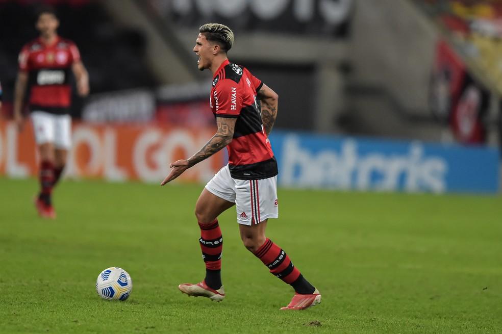 Pedro em Flamengo x Internacional, pelo Campeonato Brasileiro — Foto: Thiago Ribeiro/AGIF