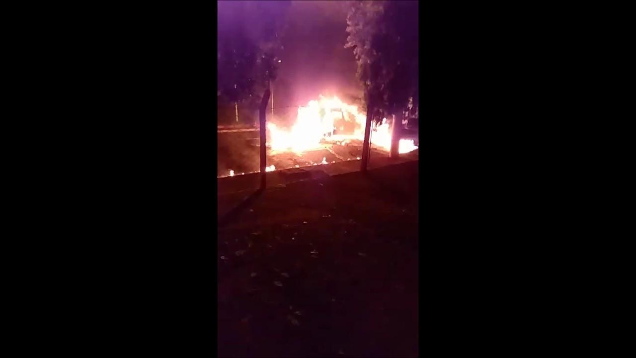 Vídeo mostra carro de cantor sertanejo em chamas após acidente em Santa Fé do Sul
