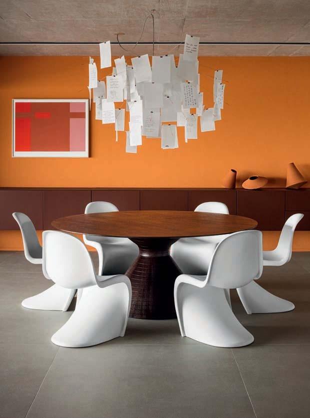 Paleta vibrante marca decoração em apartamento de stylist de moda (Foto: Gui Gomes)