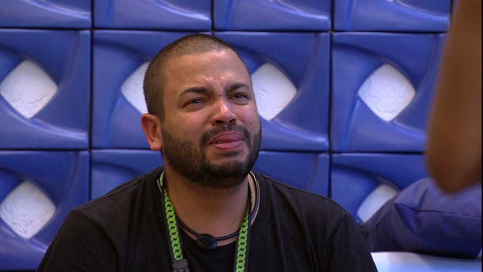 Projota chora e Karon Conká consola brother: 'Você não errou' — Foto: Globo
