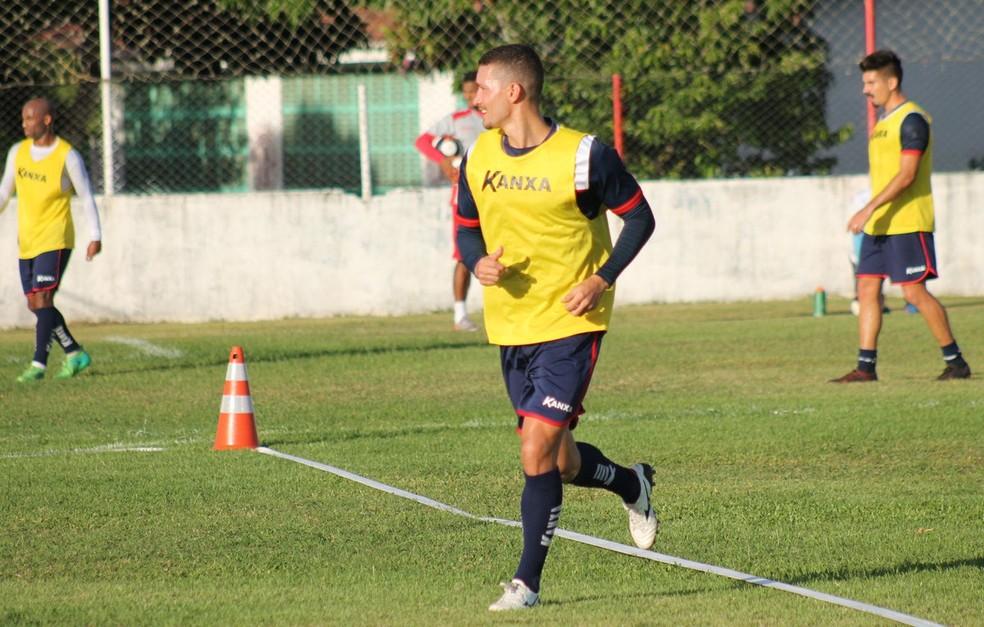 Danilo treina normalmente no América-RN (Foto: Canindé Pereira/América FC)