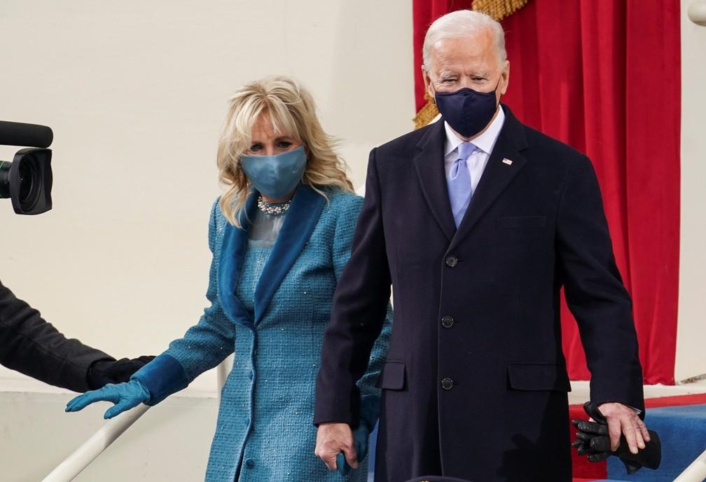 Biden e sua esposa Jill durante a cerimônia de posse nos EUA — Foto: Kevin Lamarque/Reuters