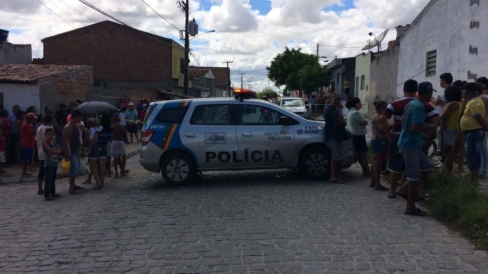 Homem de 26 anos foi morto no Vassoural  (Foto: Edivaldo Coelho / TV Asa Branca)