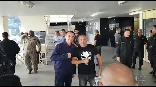 Bolsonaro visita batalhão do Bope no RJ e se reúne com policiais