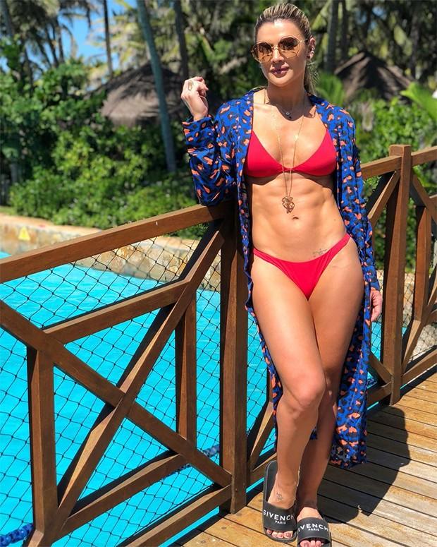 """Mirella Santos exibe tanquinho trincado: """"vem verão""""  (Foto: Reprodução/Instagram)"""