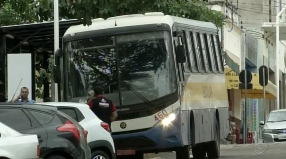 Moradores de Piraju reclamam de más condições no transporte público — Foto: Reprodução/TV TEM
