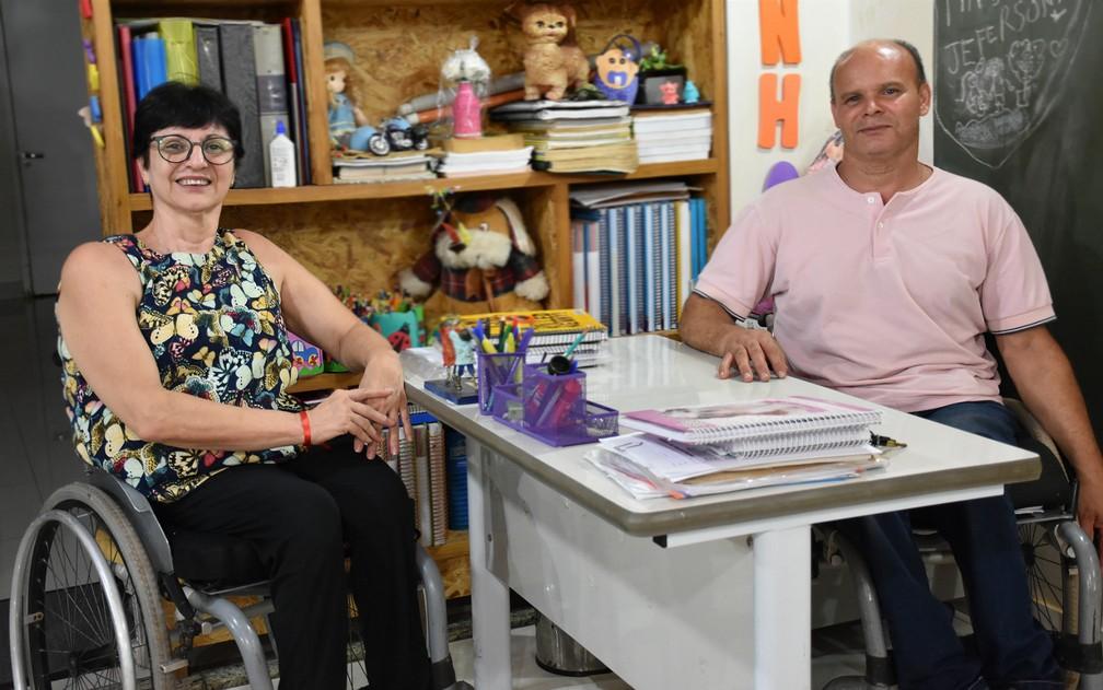 Sônia Soranzo e Jeferson Andrade improvisaram sala de aula dentro da garagem em Ribeirão Preto (SP) — Foto: Pedro Martins/G1