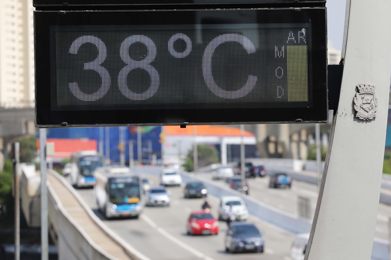 Após dia mais quente do ano, cidade de São Paulo deve ter queda de temperatura e chuva