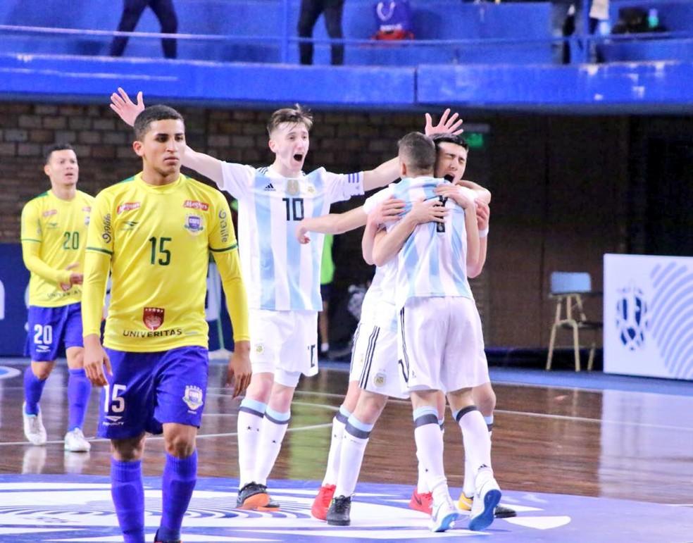 Argentinos estiveram perto da vitória, mas permitiram a virada (Foto: Divulgação/APF)
