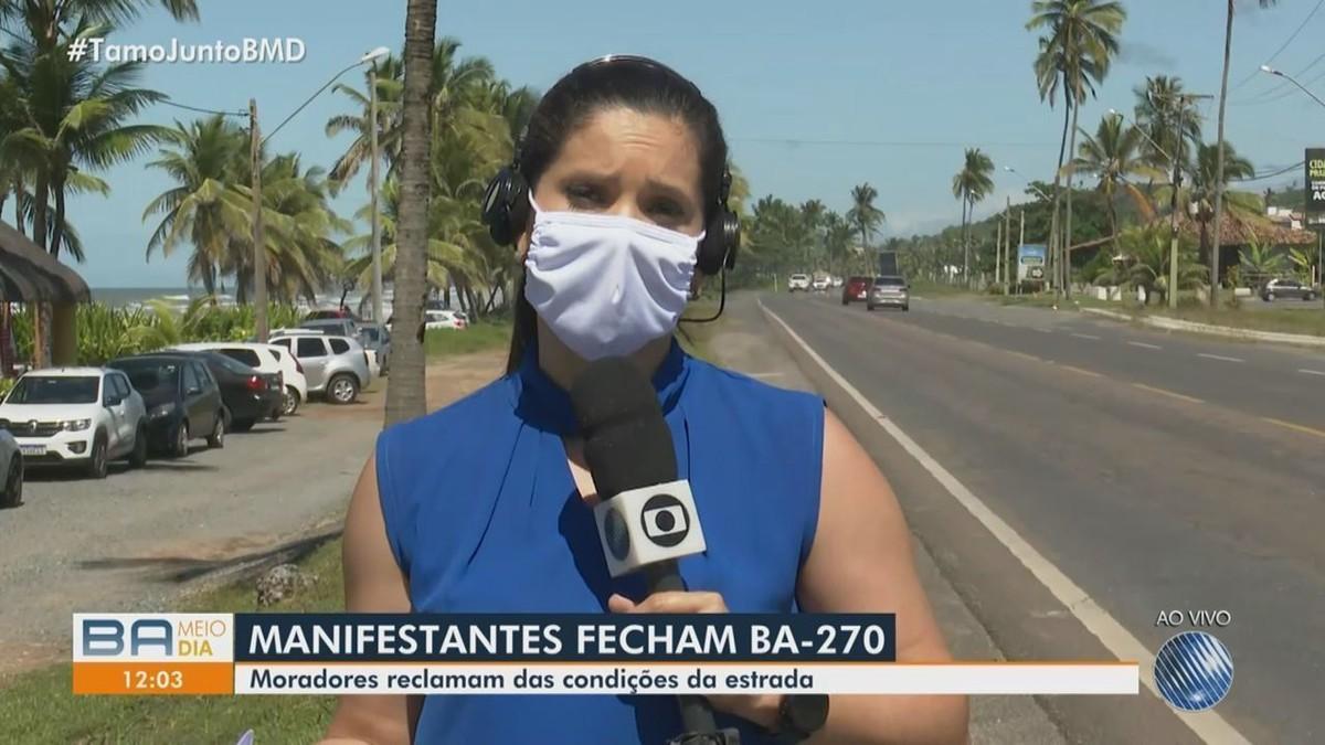 Moradores fazem manifestação e reclamam de condições da BA-270 no sul da Bahia