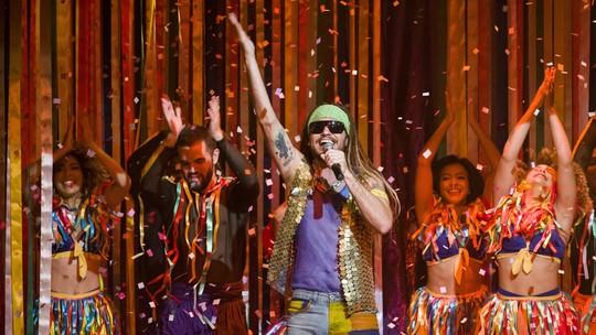 Show de Beto Falcão faz sucesso em 'Verão 90'