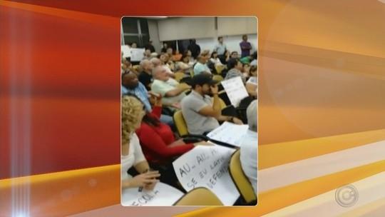 Manifestantes lotam plenário da Câmara de Jaú em protesto contra criação de secretarias
