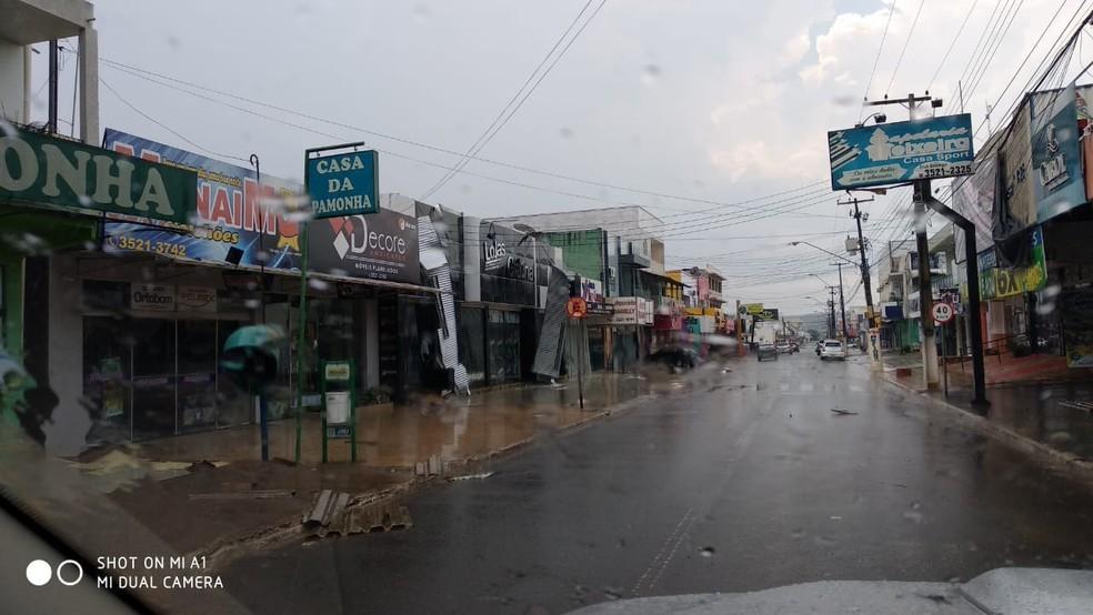 Morador registrou como ficou Centro de Jaru após chuva (Foto: WhatsApp/Reprodução)