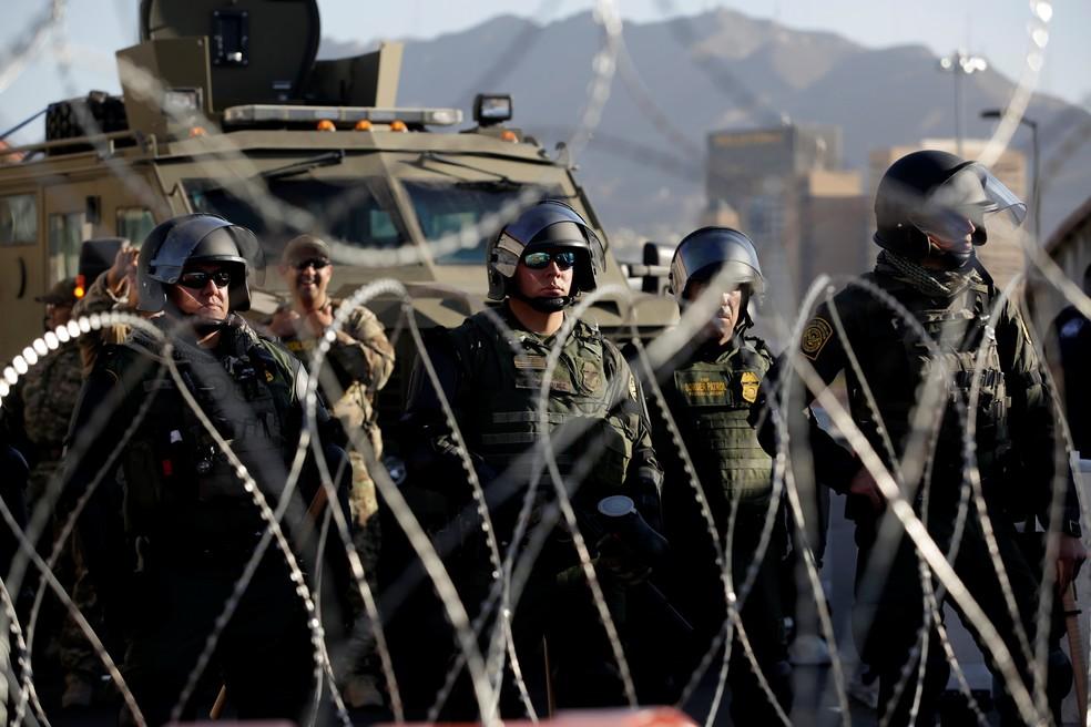 Guardas patrulham fronteira entre EUA e México na cidade de El Paso (Texas) — Foto: Jose Luis Gonzalez/Reuters
