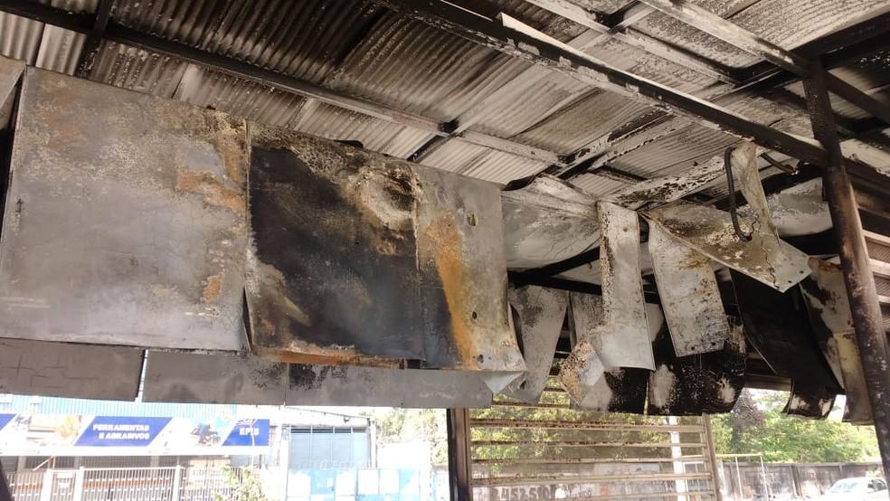 Estação BRT, Arroio Pavuna, destruída por um incêndio nesta madrugada de domingo (13) — Foto: Divulgação