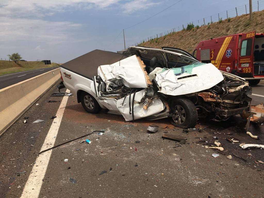 Colisão traseira envolve caminhão basculante e caminhonete na Rodovia Raposo Tavares - Notícias - Plantão Diário