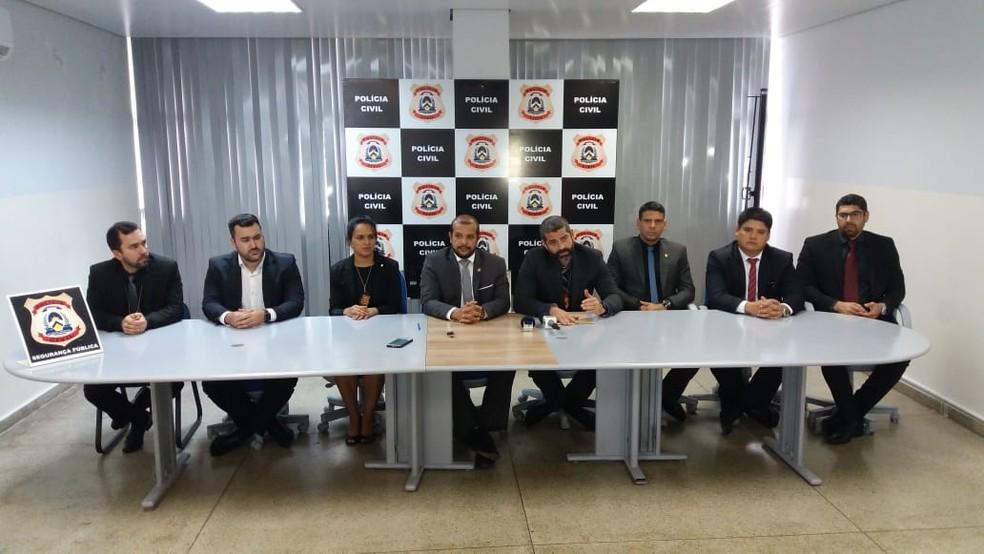 Delegados falaram sobre apreensões durante entrevista coletiva — Foto: Mazim Aguiar/TV Anhanguera