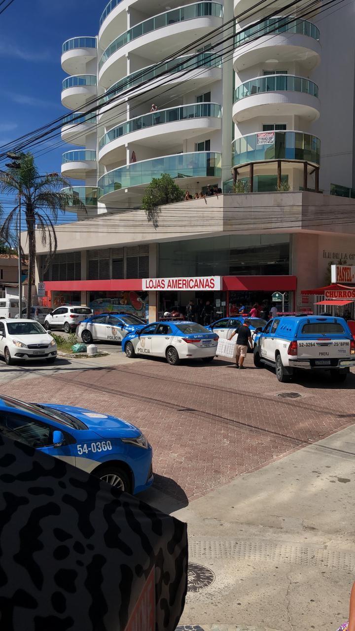 Loja de departamentos é alvo de assaltantes em Cabo Frio, RJ; um suspeito foi preso