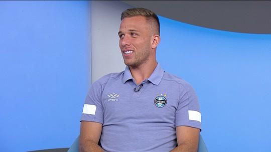 Comentaristas falam sobre as chances de Arthur na Seleção