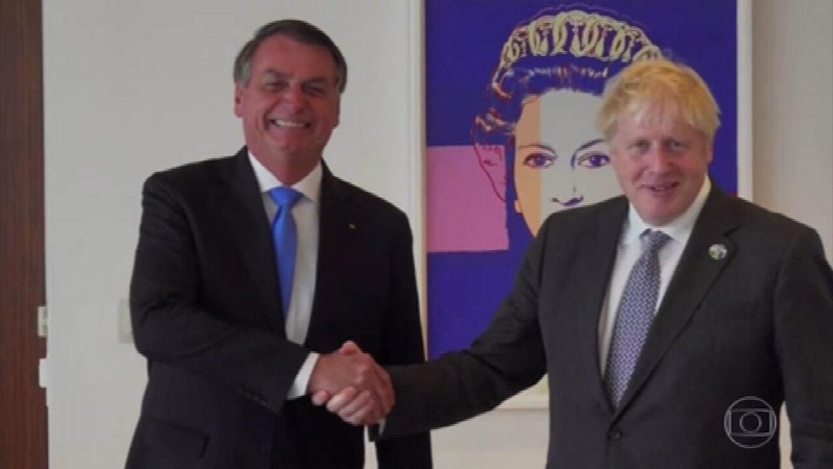 Em reunião com Boris Johnson, que elogiou vacina da AstraZeneca, Bolsonaro reconhece que ainda não se vacinou
