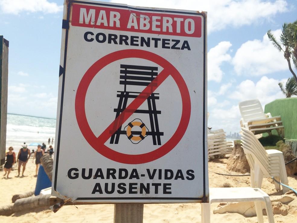 Ausência de guarda-vidas na praia também é uma preocupação   (Foto: Anderson Barbosa/G1)