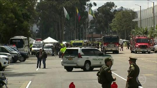 Explosão de carro-bomba em escola da polícia deixa mortos em Bogotá; autor é identificado