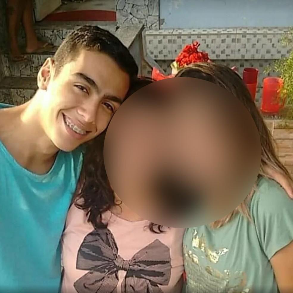 Caio Gomes Soares foi baleado e morto dentro da própria casa, segundo a Delegacia de Homicídios da Capital — Foto: Reprodução