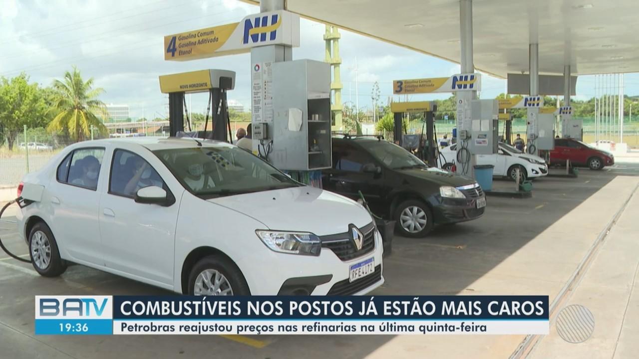 Motoristas reclamam do aumento de preço da gasolina, em Salvador