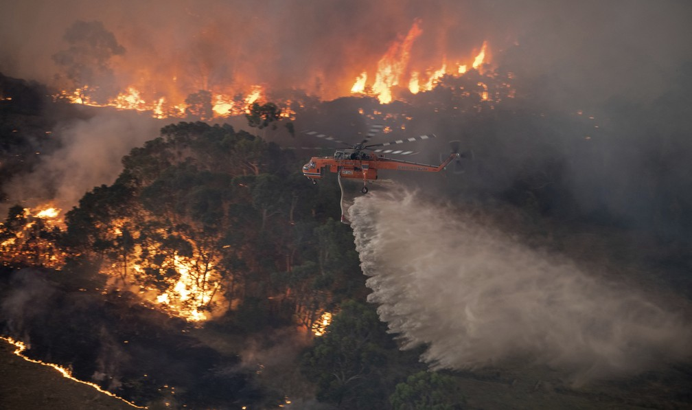 4 de janeiro - Imagem aérea do incêndio em East Gippsland, na Austrália — Foto: Governo Estadual de Victoria