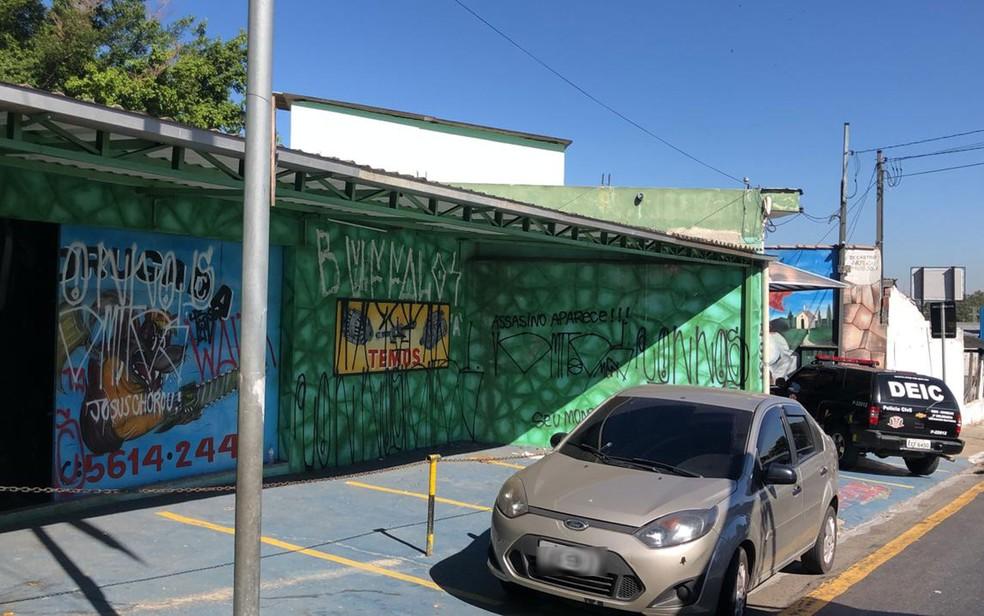 Policiais do Deic foram à loja de Paulo Cupertino Matias — Foto: Divulgação/Deic