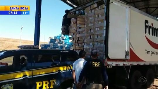 PRF apreende em Seberi 140 mil maços de cigarro em caminhão que transportava frango
