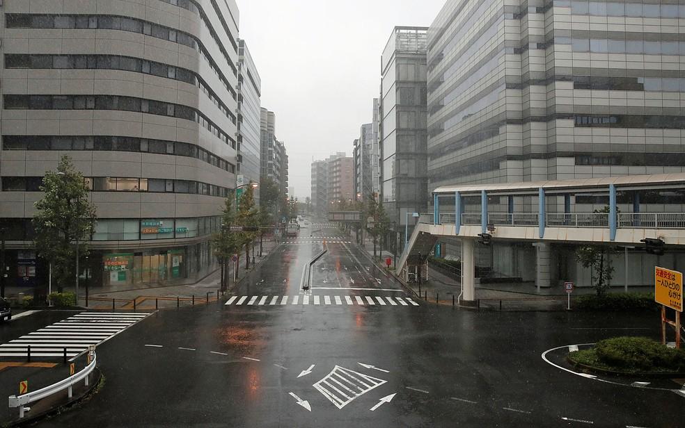 Ruas vazias em Yokohama — Foto: Matthew Childs / Reuters