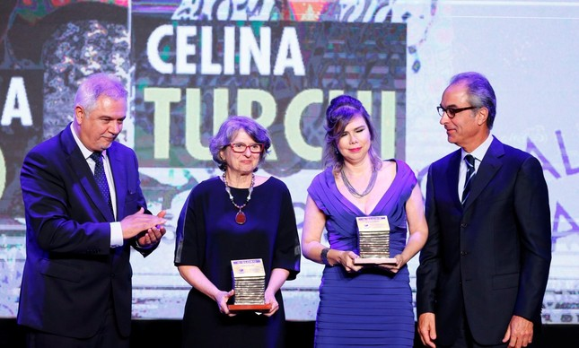 Adriana Melo e Celina Turchi receberam o prêmio das mãos de Ascânio Seleme e João Roberto Marinho