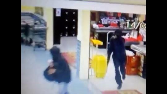 Cliente é baleado durante assalto a supermercado em Cruzeiro
