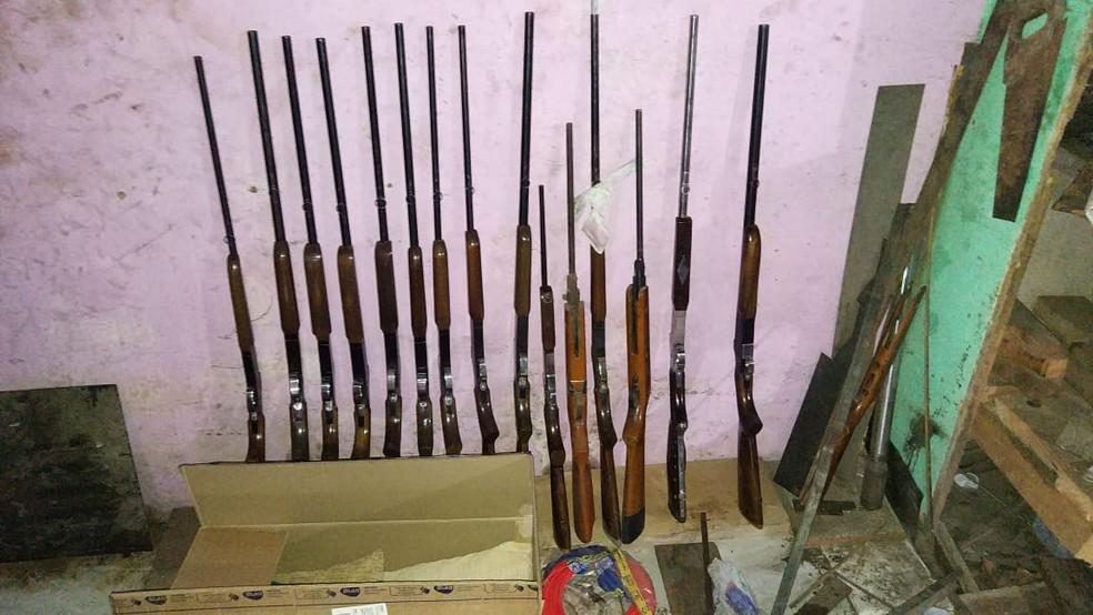 Armas apreendidas durante Operação Rúbio — Foto: Polícia Civil/ Divulgação