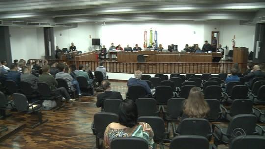Júri popular de acusados de decapitação de adolescente em Joinville chega ao 2º dia