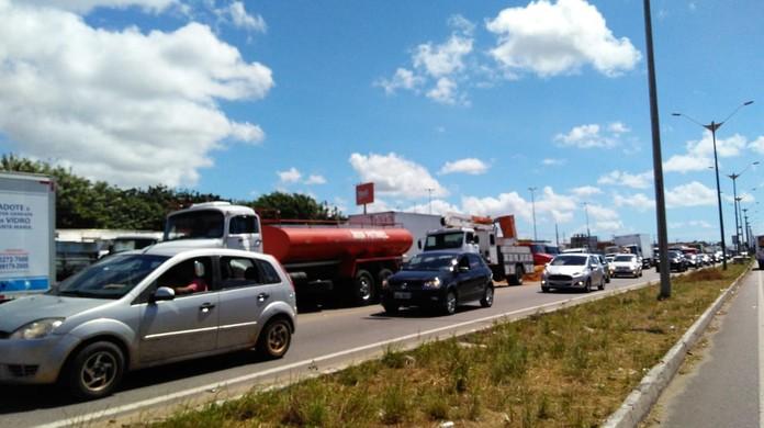 Resultado de imagem para Greve de caminhoneiros chega ao 7º dia com rodovias interditadas no RN
