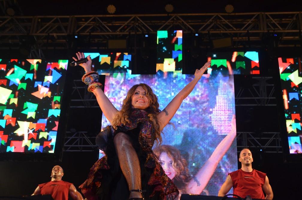 Elba Ramalho grava DVD no São João 2019 de Campina Grande — Foto: Iara Alves/G1