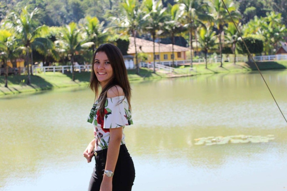 Adolescente que morreu atropelada em Barra Mansa foi identificada como Beatriz Gonzaga, de 17 anos — Foto: Reprodução